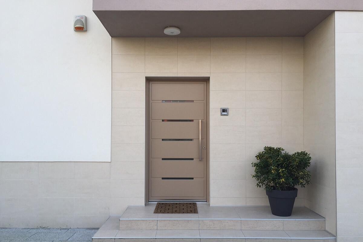 Vhod z alu vhodnimi vrati Inotherm